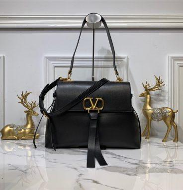 Fake Valentino Garavani VRING small leather shoulder bag in Black